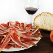 Épaule ibérique d Bellota  avec pain à la tomate et un verre de vin