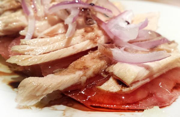 Recette: Ventresca de thon germon en huile d'olive aux oignons et tomates